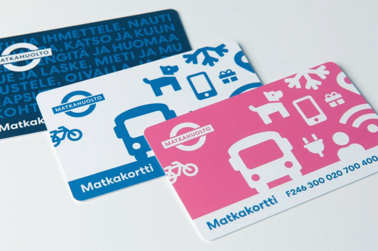 Kolme Matkahuollon matkakorttia uudenlaisella ulkoasulla.